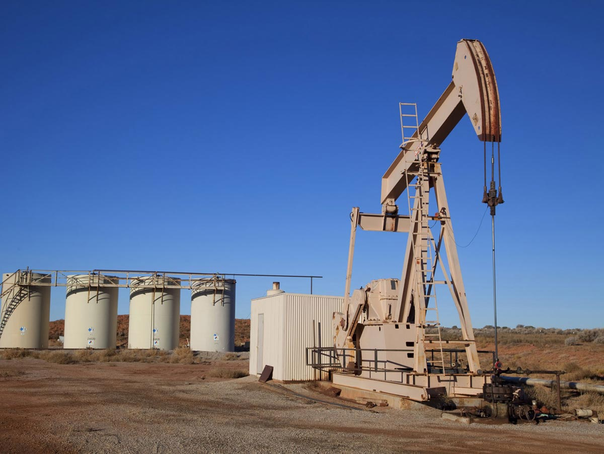 Oil well with storage tanks after painting